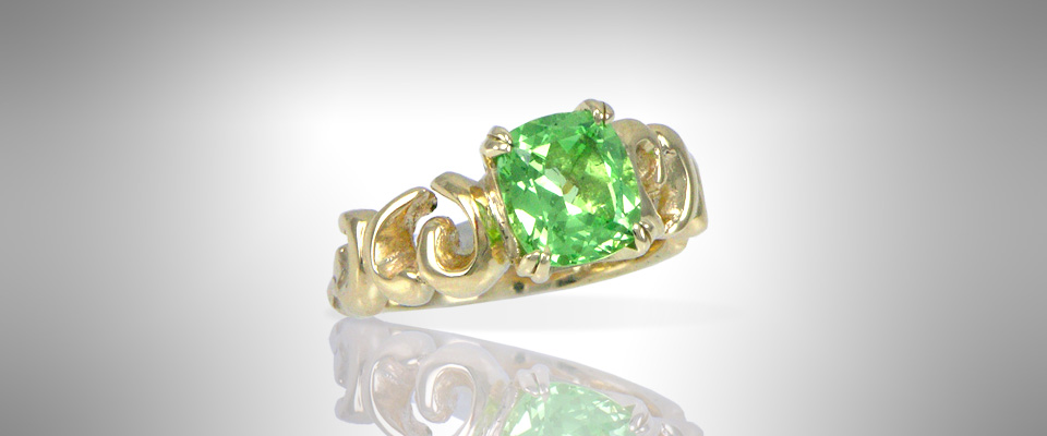 ring_green_garnet_yellow_gold_